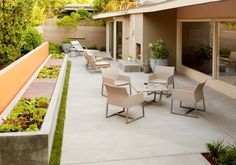 16 Sensational Mid Century Patio Designs To Improve Your Backyard