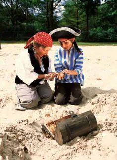 spelidee voor een piratenfeestje: schatgraven Pirate Kids, Pirates, Besties, Party, Inspiration, Nature, Yoga For Kids, Shadows, Biblical Inspiration