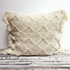 29 отметок «Нравится», 1 комментариев — Made Suni Macrame (@madesunimacrame) в Instagram: «Jumbo cushions 60x60cm  #macramecushion #macramepillow #modernmacrame #fibreart #cottoncushion…» Macrame Design, Macrame Art, Macrame Projects, Macrame Knots, Boho Cushions, Cushions On Sofa, Throw Pillows, Macrame Patterns, Quilt Patterns