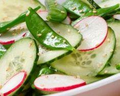 Salade de pois mange-tout, radis et concombre : http://www.fourchette-et-bikini.fr/recettes/recettes-minceur/salade-de-pois-mange-tout-radis-et-concombre.html