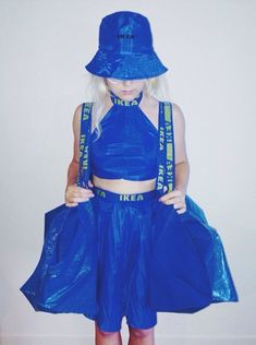 skirt, crop top and bucket hat made from ikea bags Weird Fashion, Fashion Art, Fashion Show, Fashion Design, Anything But Clothes Party, Recycled Dress, Diy Vetement, Cinderella Dresses, Recycled Fashion