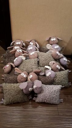 sheep couldn't find a pattern. Sheep Crafts, Felt Crafts, Fabric Crafts, Diy And Crafts, Sewing Toys, Baby Sewing, Sewing Crafts, Sewing Projects, Sewing Pillows