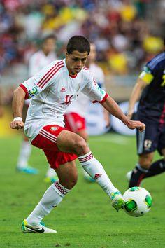 Javier Hernández durante el partido vs Japón