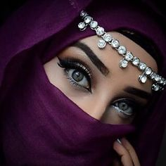Beautiful Brown Eyes, Beautiful Hijab, Beautiful Girl Image, Fairy Light Photography, Girl Photography, Cute Eyes, Pretty Eyes, Niqab Eyes, Arabian Eyes