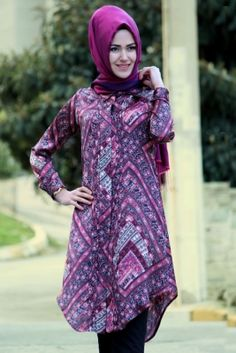 Özne Olmak Mürdüm Nervürlü İpek Tesettür Tunik Hijab Fashion, Girl Fashion, Islamic Fashion, Muslim Girls, Vogue, Tunic, Gold Rush, Abayas, Princess