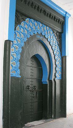 Historiebloggen: Door of mosque, Tanger, Morocco http://www.historiebloggen.nu