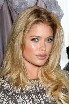 Health Hair Care Advice To Help You With Your Hair. Do you feel like you have had way too many days where your hair goes bad? Bangs With Medium Hair, Medium Hair Styles, Long Hair Styles, Doutzen Kroes, Natural Makeup For Blondes, Bleach Blonde Hair, Homecoming Hairstyles, Super Long Hair, Bleached Hair