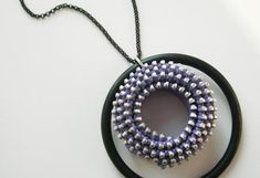 como hacer collares con cremalleras 3 Washer Necklace, Collars, Necklaces, Jewelry, Fashion, How To Make Necklaces, Innovative Products, Zippers, Accessories