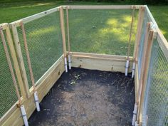 Removable fence for raised garden bed