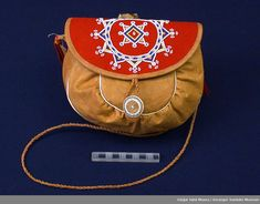 Bilderesultat for sami duodji Cute Teen Outfits, Outfits For Teens, Native Style, Ribbon Work, Folk Costume, Traditional Outfits, Handicraft, Fiber Art, Saddle Bags