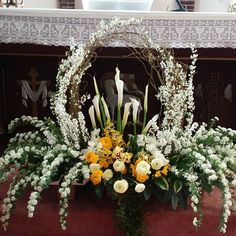 Planning A Fantastic Flower Wedding Bouquet – Bridezilla Flowers Creative Flower Arrangements, Funeral Flower Arrangements, Beautiful Flower Arrangements, Beautiful Flowers, Altar Flowers, Church Flowers, Funeral Flowers, Altar Decorations, Flower Decorations