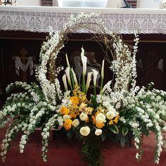 Planning A Fantastic Flower Wedding Bouquet – Bridezilla Flowers Altar Flowers, Church Flowers, Funeral Flowers, Christmas Flower Decorations, Altar Decorations, Creative Flower Arrangements, Funeral Flower Arrangements, Deco Floral, Art Floral