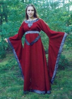 12th century gown with keyhole neckline