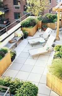 I want to build these planters.  I love the combination of sizes and the various heights and colors of the plants.