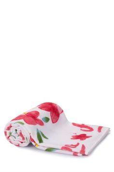 Yumuşak dokusu ve renkli desenleri ile plajda rahatlıkla kullanabileceğiniz DeFacto bayan plaj havlusu.