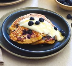 Wholewheat blueberry and banana pancakes with Greek yogurt Healthy Blueberry Recipes, Healthy Breakfast Recipes, Brunch Recipes, Baby Food Recipes, Cooking Recipes, Healthy Recipes, Healthy Brunch, Pancake Recipes, Healthy Meals