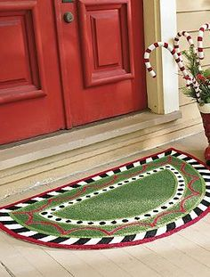 Create a cheerful mood from the very first step with the Harper Holiday Mat that features a festive Christmas design.