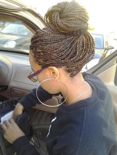 Women enjoy wearing box braids because these braids not only allow them to extend the length of their hair, but they can also wear different hairstyles with box braids. Although these styles look v… Curly Hair Braids, African Braids Hairstyles, Braided Hairstyles, Curly Hair Styles, Cool Hairstyles, Natural Hair Styles, Box Braids Bun, Long Braids, Afro Hair