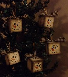 Primitive Wood Ornaments Bowl Fillers Crackle Christmas Winter Decor Snowmen
