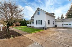 (RMLS) Sale Pending: 3 bed, 3 bath, 2809 sq. ft. house located at 1318 E 2ND St, Newberg, OR 97132 on sale now for $419,000. MLS# 16429601. Tucked in a cul-de-sac on a large lot you'll find this authentic...