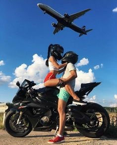 - Auto und Mädchen - New Ideas Bike Couple, Motorcycle Couple, Biker Chick, Biker Girl, Tmax Yamaha, Kylie Jenner Fotos, Biker Love, Motorbike Girl, Scrambler Motorcycle