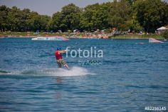 """Laden Sie das lizenzfreie Foto """"Wasserskier am Friedberger See"""" von Photocreatief zum günstigen Preis auf Fotolia.com herunter. Stöbern Sie in unserer Bilddatenbank und finden Sie schnell das perfekte Stockfoto für Ihr Marketing-Projekt!"""