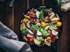 Paahdettu tomaatti-munakoisopasta Plant Based Diet, Ravioli, Penne, Kung Pao Chicken, Paella, Vegetable Pizza, Pasta Recipes, Cobb Salad, Macaroni