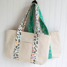 I'm so excited about this bag... it's my new favorite purse! And I must  thank YOU - my readers - for picking this project for me to make for our  Un-Tutorials seriesand giving me lots of great suggestions for sewing it.