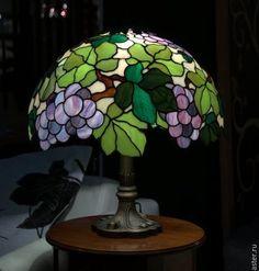 897b63597d40e451827b6078efcbe68e Stained Glass Lamp Shades, Stained Glass Light, Tiffany Stained Glass, Tiffany Glass, Stained Glass Patterns, Stained Glass Windows, Tiffany Lamp Shade, Tiffany Chandelier, Antique Lamps