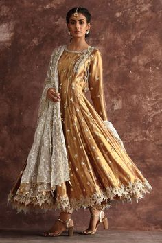 Top Pakistani Bridal Designers And Their Festive Wear Cost - wedding dresses sisters Top Pakistani Bridal Designers And Their Festive Wear Cost Pakistani Frocks, Pakistani Formal Dresses, Pakistani Wedding Outfits, Pakistani Wedding Dresses, Pakistani Dress Design, Indian Dresses, Indian Outfits, Shadi Dresses, Pakistani Party Wear