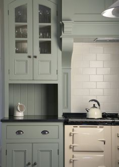 Best farmhouse kitchen colors paint farrow ball ideas - White N Black Kitchen Cabinets Kitchen Cabinet Colors, Kitchen Colors, Green Kitchen Cabinets, Farmhouse Kitchen Cabinets, Kitchen Sinks, Oak Cabinets, Kitchen Island, Cottage Kitchens, Home Kitchens