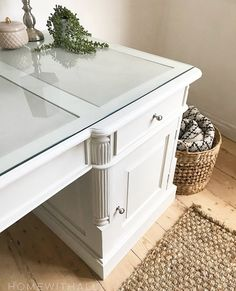 White Desk Furniture, Painted Furniture, Farmhouse Style Decorating, Farmhouse Decor, Upcycled Furniture, Diy Furniture, Furniture Painting Techniques, Favorite Paint Colors, White Desks
