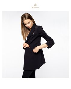 The Castello Long Blazer is our latest invention. Soft to the touch yet technically sophisticated, the Swiss fabric is wind resistant, water repellent and breathable. Hidden pockets both in and outside add to this blazer's versatility 💖