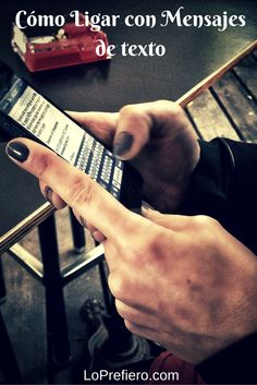 Las nuevas tendencias tecnológicas han creado una nueva tipología de ligue. Ahora sólo hay que saber cómo ligar con mensajes de texto si no te atreves a enfrentarte a la otra parte en directo...