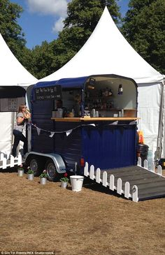 Previously dark green, the main body of the horse box was given a coat of royal blue paint, the plastic mudguards were replaced with silver aluminium moulds and door hatches exchanged for chalkboard menus
