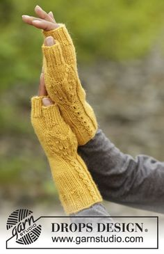 """Hello sunshine / DROPS - free knitting patterns by DROPS design The set includes: DROPS beret and collar scarf knitted from top to bottom in """"Lima"""" with leaf pattern and knitted DROPS . Knitting Designs, Knitting Patterns Free, Free Knitting, Knitting Socks, Free Pattern, Drops Design, Fingerless Gloves Knitted, Knit Mittens, Wool Gloves"""