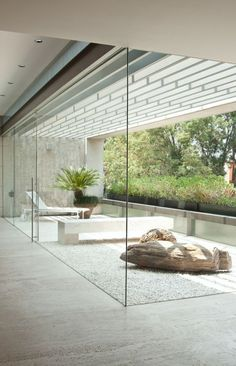 love the seamless glass door