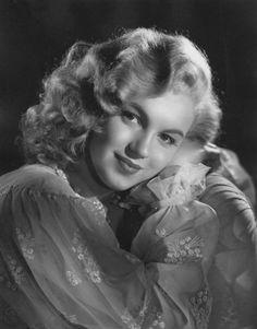 Laszlo Willinger - Marilyn Monroe (then still Norma Jeane Baker) - 1948 - studio photo for Ladies of the Chorus Marylin Monroe, Marilyn Monroe Fotos, Famous Photos, Rare Photos, Photos Du, Joe Dimaggio, Divas, Classic Hollywood, Old Hollywood