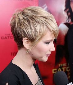 The Fashionable Female Celebrities with Short Haircuts Pictures