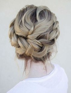 42 Beautiful Bridesmaid Hair Ideas | HappyWedd.com