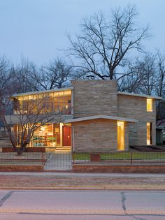 I don't generally like modern architecture, but I love this 1954 house. It's in Bentonville, Arkansas, of all places.