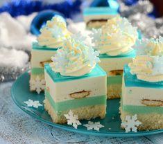 Ciasto zachwyca swoim smakiem i wyglądem, jest słodkie, kremowe, świetnie wpiszę się w zimową aurę. Zasmakuje małym, jak i dużym, gorąco polecam Food Cakes, Cupcake Cakes, Fun Desserts, Delicious Desserts, Baking Recipes, Cake Recipes, Cheesecake, Different Cakes, Tiramisu Cake