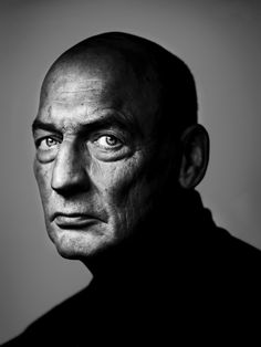 Only 82 more nights until you can visit the Rijksmuseum Library and ask to see this portrait of Rem Koolhaas that has won the Silver Camera yesterday. This portrait is donated by photographer Stephan Vanfleteren. Foto Portrait, Portrait Photography, Fashion Photography, Photography Lighting, Rem Koolhaas, Black And White Portraits, Black And White Photography, Foto Face, Photo Star