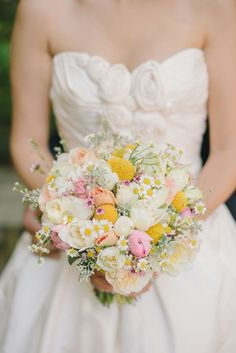 Spring Bouquets. Read more - http://www.hummingheartstrings.de/?p=11057 Photo: Delbar Moradi