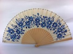 abanicos Hand Held Fan, Hand Fans, Chinese Fans, Vintage Fans, Pretty Hands, Craft Club, Girl Swag, World Of Color, Floral Crown