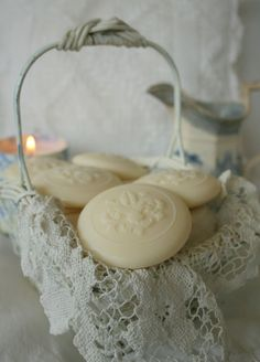 Shabby Bathing Soap I love pretty sweet smelling soap. Vintage Accessoires, Savon Soap, Soap Carving, Decorative Soaps, Chic Bathrooms, Country Bathrooms, Bathing Beauties, Home Made Soap, Handmade Soaps