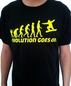 Vinilo de corte amarillo fluor sobre camiseta negra de algodón.