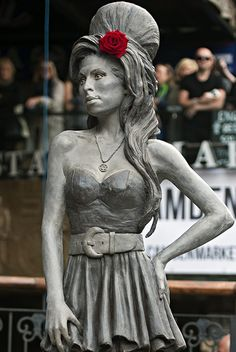 In honor of what would have been the 31st birthday of the late Amy Winehouse, a bronze sculpture of the British singer was unveiled on Sunday in London.