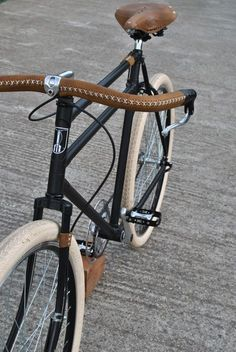 New city bike black ideas Velo Retro, Retro Bicycle, Bici Fixed, Fixed Bike, Fixed Gear, Velo Design, Bicycle Design, Urban Bike, Old Bikes