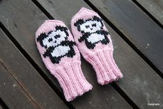 Child´s knitted panda mittens
